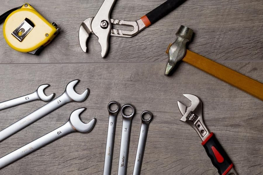 An Ultimate List Of Must Have Tools For Every Garage Owner